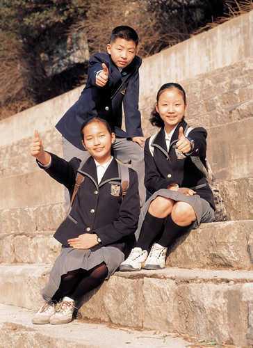 school children sitting on steps