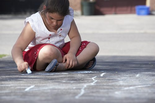 girl with chalk